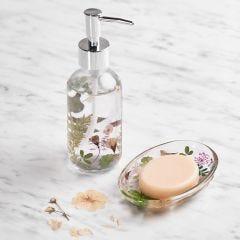 Seifenschale und Seifenspender, dekoriert mit getrockneten Blumen