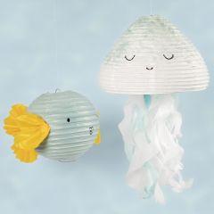 Qualle und Fisch aus Reispapierlampions, verziert mit Bastelfarbe und Seidenpapier