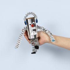 Roboter aus einer Pappröhre