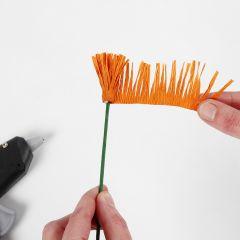 Wie man Staubgefäße für Krepppapierblumen anfertigt (Fransen-/Wickeltechnik)