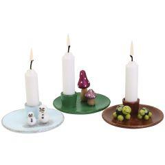 Weihnachtliche Kerzenleuchter mit niedlichen Figuren