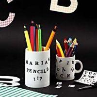 Porzellanbecher mit Color Dekor Buchstaben