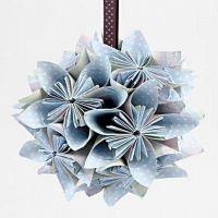 Blumenkugel, gefaltet aus Papier