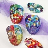 Masken verziert im Stil