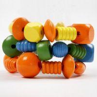 Armbänder aus großen Holzperlen und Schmuckband