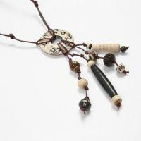 Halskette mit handgeschnitzen Knochenperlen