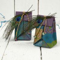 Gefaltete Geschenktüte aus handgeschöpftem Papier