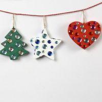 Weihnachtsdeko aus Pappmaché und Strasssteinen