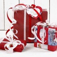 Geschenkverpackung in Rot und Weiß