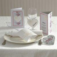 Einladung, Menü- und Tischkarte mit Blumen