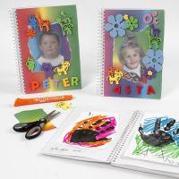 Notizbuch mit phantasievoller Deko aus Regenbogen-Papier und Moosgummi