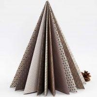 Ein aus Vivi Gade Design-Papier gefalteter Weihnachtsbaum