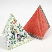 Pyramidenförmige Geschenkschachtel aus Design-Papier
