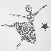 Ballerina mit Stern aus Design-Papier