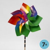 Windmühle aus Regenbogenkarton