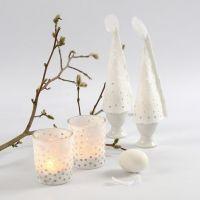 Mit Strohseidenpapier verschönerte Teelichthalter und Eierwärmer