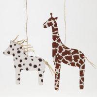 Pferd und Giraffe aus Karton im Animal-Print-Design