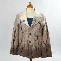 Eine Jacke aus weicher gefilzter Merino Wolle