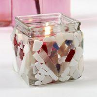 Ein Kerzenhalter mit Glasmosaik