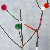 Pompons in verschiedenen Größen, angefertigt mit einer Pompon-Schablone