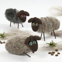 Schafe aus Styropor und Nadelfilz-Wolle