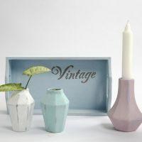 Kleine Terrakotta-Gegenstände, bemalt mit