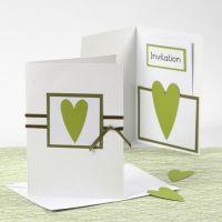 Einladung und Menükarte von Happy Moments in Grün/Weiß
