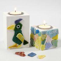 Kerzenhalter aus Holz mit Verzierung aus Glasmosaik