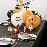 Dekorieren Sie einen Halloween-Tisch