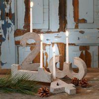 Advent-Kerzenhalter aus vier Betonzahlen