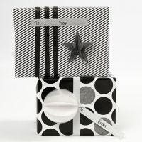 Verpackung mit Geschenkpapier und Deko im Vivi Gade Design 'Paris'