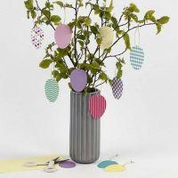 Dekorative Ostereier-Anhänger aus bedrucktem Karton