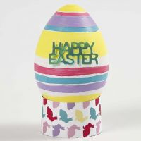 Bemaltes und verziertes Plastik-Ei