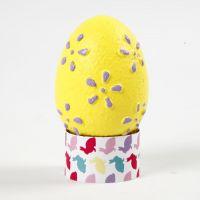 Eier mit Prägemuster, bemalt mit Bastelfarbe