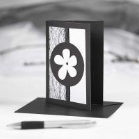 Schwarze Grußkarte mit Verzierungen in Schwarz und Weiß