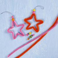 Sterne aus bunten Pfeifenreinigern