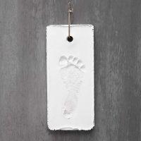 Fußabdruck aus weißem Gipsguss