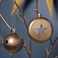 Glaskugeln mit Goldspray und hübschen Klarglas-Mustern