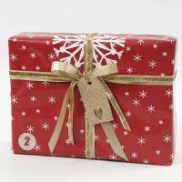 Geschenkverpackung in Rot, Weiß und Gold