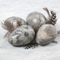 Eier in Marmor-Optik, geformt aus Ton und Idea Mix