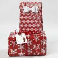 Geschenke eingepackt in Papier von Vivi Gade und dekoriert
