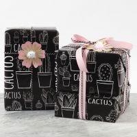 Geschenkverpackung mit Blüten-Deko aus Karton