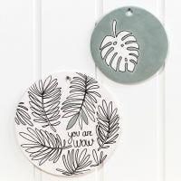 Terracotta-Scheiben und -Schale, verziert mit Glas-/Porzellan-Markern und beschichtet mit Découpage-Lack oder Art Metall Paint