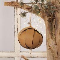 Weihnachtskugel aus Leder-Imitat-Streifen