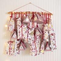Adventskalender aus hübschen Faltschachteln und Papiertüten