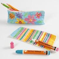 Stiftmäppchen aus Baumwollstoff, verziert mit Stoffmalstiften