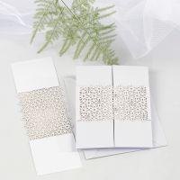 Dreifach gefaltete Grußkarte, verziert mit einer Spitzenbanderole