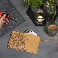 Täschchen aus Kunstlederpapier, verziert mit Ethno-Muster