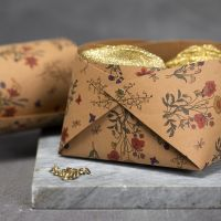 Obstkorb aus Kunstlederpapier, fixiert mit Nieten
