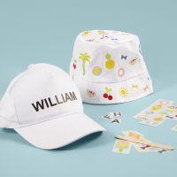 Hut und Kappe, verziert mit Rub-on-Stickern